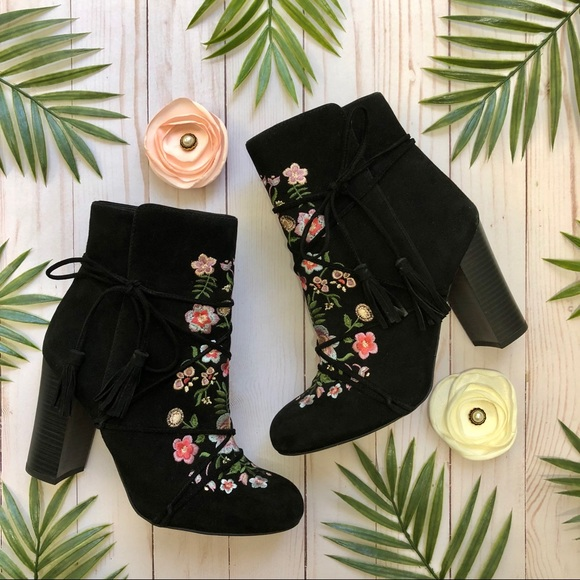 f8c7a79e5 Sam Edelman Shoes - Sam Edelman Winnie Black Ankle Boots Floral 7.5